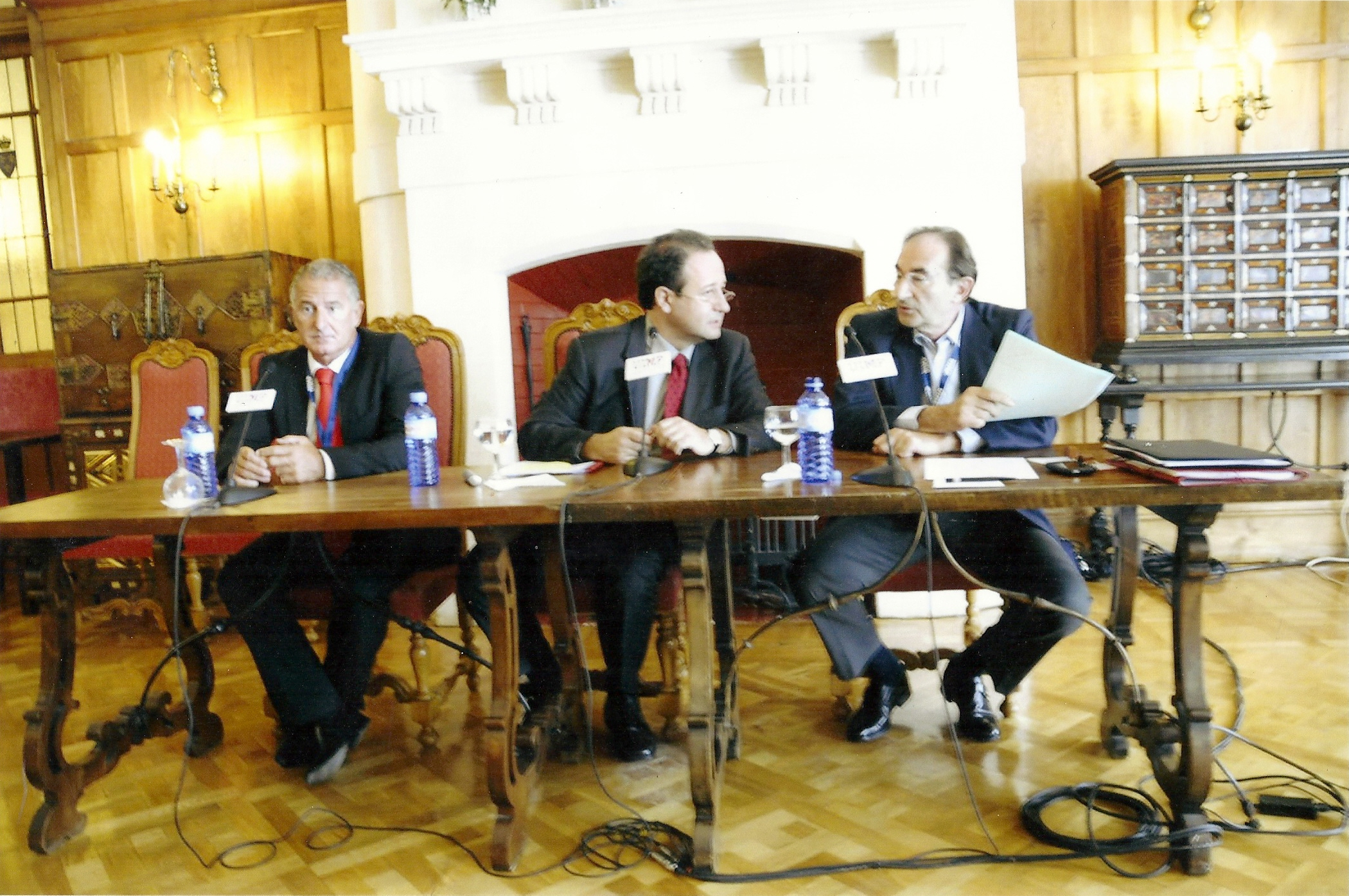 "Augusto Soto with Professor Emilio Lamo de Espinosa and Professor Rafael Domínguez, ""España ante la relación China-Iberoamérica"", Menéndez Pelayo International University, Santander, July 2010."